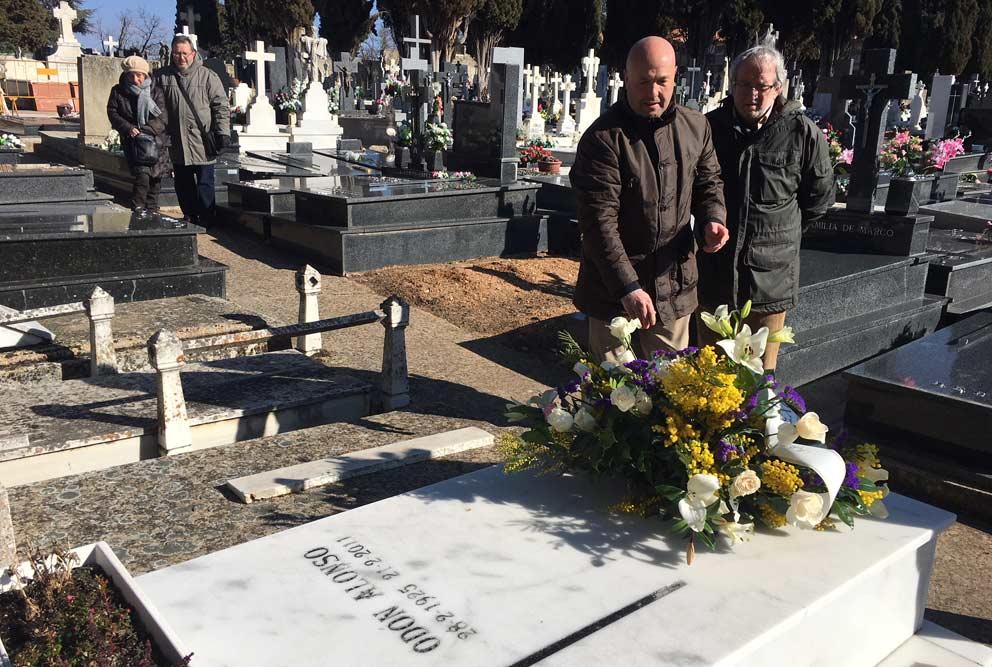Ofrenda floral a Odón Alonso a los siete años de su fallecimiento